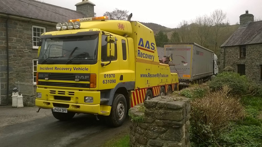 ASS Recovery vehicle pulling the HGV